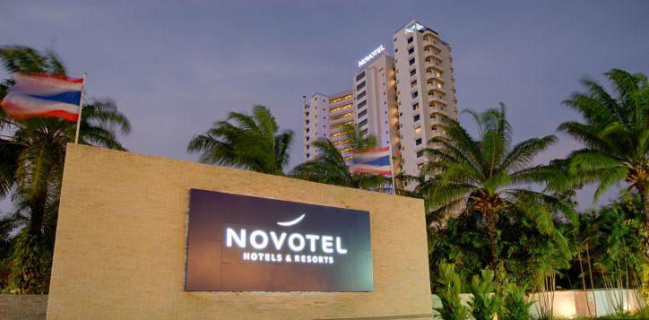 2-hotel-entrance-2