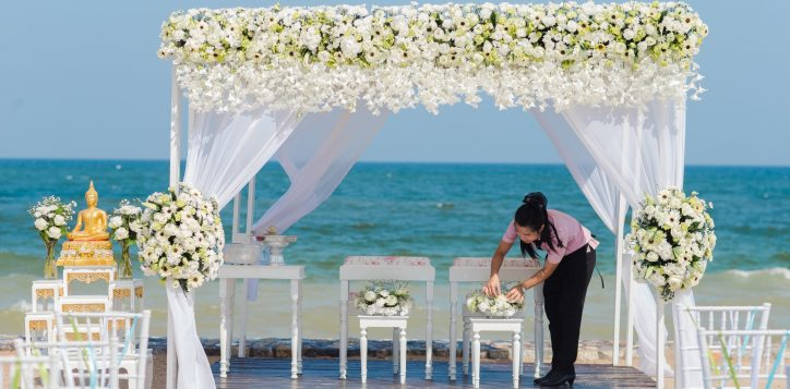 novotel-hua-hin-beach-wedding-set-up-2