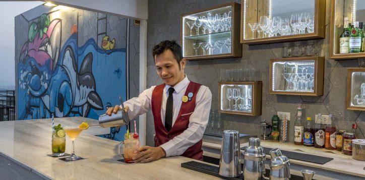 cocktail-at-gravity-sky-bar-model-sontaya-2