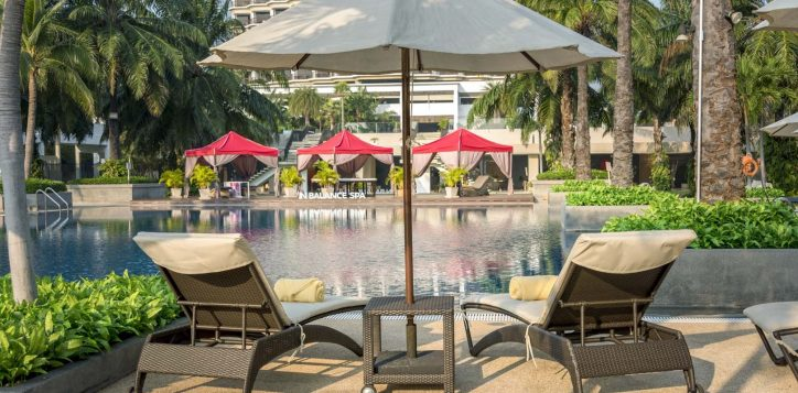 sun-bed-at-swimming-pool_1-2